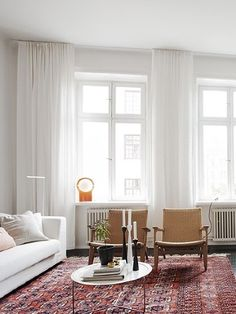 home / heart This is the sort of feel I am going for in the living room. Light and white, gorgeous rug, white curtains. Living Room Red, Living Room Carpet, Living Room Modern, Living Room Designs, Living Room White Walls, Living Room Decor Curtains, Piece A Vivre, White Curtains, White Rooms
