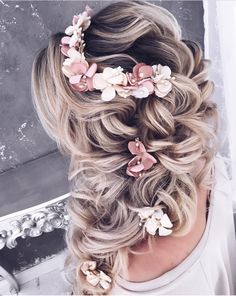 Top 21 Wedding Hairstyles For 2020 1 hair Explore our collection of the most amazing and trendiest wedding hairstyles. We will tell you all about bridal hair tendencies for you to look flawless and be the star of the show on Wedding Hairstyles For Long Hair, Wedding Hair And Makeup, Wedding Updo, Bride Hairstyles, Hairstyle Ideas, Thin Hairstyles, Hairstyles 2018, Vintage Bridal Hairstyles, Short Haircuts