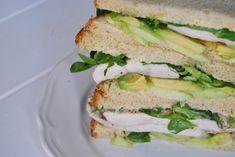 Cómo hacer un buen sádwich de pollo. Receta muy fácil, barata y saludable - Antojo en tu cocina Mozzarella, 3, Sandwiches, Brunch, Food, Avocado Chicken, Chicken Patties, Chicken With Mushrooms, Aioli