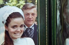 In this short documentary, the filmmaker Banker White explores how Alzheimer's disease has revealed the strength of his parents' marriage.