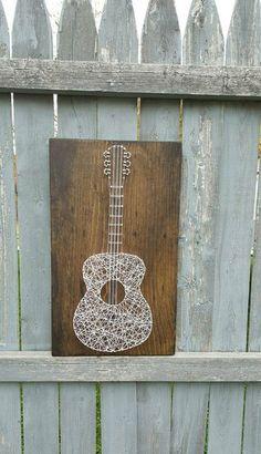 Geben Sie dieser Gitarrenspieler etwas aus dem Herzen! Holz mit weißen String weiß gefärbt. Kann vollständig nach Ihren Wünschen angepasst