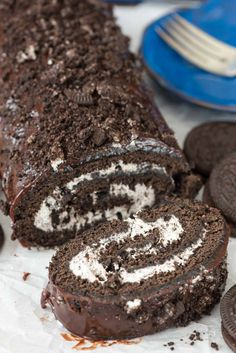 & Cream Oreo Cake Roll - an easy chocolate cake roll recipe filled ., Cookies 'n Cream Oreo Cake Roll - an easy chocolate cake roll recipe filled .,Cookies 'n Cream Oreo Cake Roll - an easy chocolate cake roll recipe filled . Food Cakes, Cupcake Cakes, Cupcakes, Cake Roll Recipes, Dessert Recipes, Oreo Cake Recipes, Oreo Dessert, Cookies Oreo, Roll Cookies