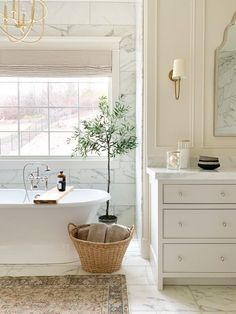 Bathroom suggestions, master bathroom renovation, master bathroom decor and master bathroom organization! Master Bathrooms can be beautiful too! From claw-foot tubs to shiny fixtures, these are the master bathroom that inspire me probably the most. Bathroom Renovations, Home Remodeling, Remodel Bathroom, Bathroom Makeovers, Tub Remodel, Kitchen Makeovers, Shower Remodel, Ideas Baños, Decor Ideas