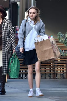 lily-rose-depp-grocery-shopping-in-west-hollywood-12-15-2016-1.jpg (1280×1920)