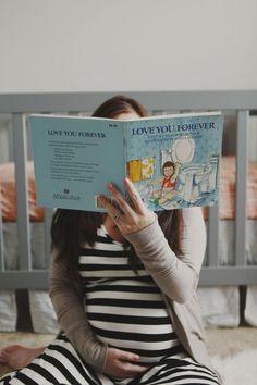 Spotlight your favorite children's book - Inspiration for Gorgeous Maternity Photos - Photos