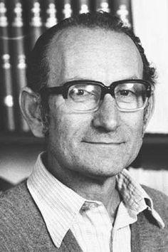 César Milstein fue un químico argentino nacionalizado británico, ganador del Premio Nobel de Medicina en 1984 otorgado por sus investigaciones sobre los anticuerpos monoclonales.