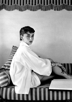 Lover of old hollywood and anything vintage. Golden Age Of Hollywood, Vintage Hollywood, Old Hollywood Stars, Classic Hollywood, Old Hollywood Glamour, Audrey Hepburn Photos, Audrey Hepburn Style, Old Movie Stars, Women Life
