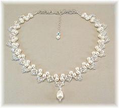 Artículos similares a Elección de blanco o crema de perlas y cristal declaración collar, collar de la boda, oro o plata abalorios disponibles los cordones en Etsy