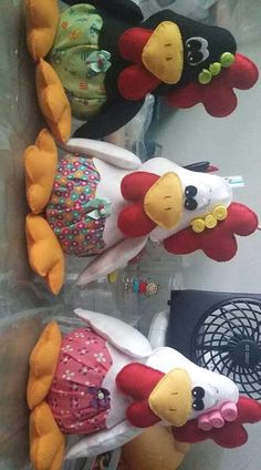 Lindas cocoroco Farm Crafts, Easter Crafts, Diy And Crafts, Crafts For Kids, Animal Sewing Patterns, Stuffed Animal Patterns, Sewing Crafts, Sewing Projects, Chicken Quilt