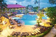 Het 4-sterren Bali Dynasty resort ligt aan het strand en is geschikt voor zowel families als koppels. Volwassenen kunnen heerlijk ontspannen in het adults only 'Lazy Pool' zwembad, terwijl de kinderen de hele dag vermaakt worden in de kidsclub en plezier hebben van de glijbaan in het kinderbad.   Op culinair gebied komt u bij Bali Dynasty Resort niets te kort. Er zijn 5 bars en u heeft keuze uit 6 restaurants met verschillende specialiteiten zoals Aziatisch, Chinees en Indiaas.