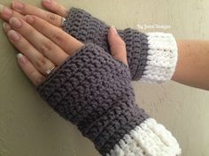 Free Crochet Pattern: Easy Ribbed Cuff Fingerless Gloves