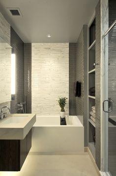 Elegant Kleines Badezimmer Wandfliesen Grau Weiß Mosaik Badewanne