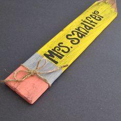 Teacher gift for back to school or teacher appreciation week. Cute Teacher Gifts, Teacher Appreciation Gifts, Cute Gifts, Teacher Signs, Craft Stick Crafts, Craft Gifts, Diy Gifts, Party Crafts, Fun Crafts