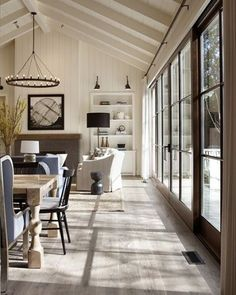 11 Stunning Vaulted Ceilings | COCOCOZY Living Room Remodel, Living Room Decor, Living Spaces, Small Living, Dining Room, Cozy Living, Modern Living, Vaulted Ceiling Lighting, Vaulted Ceilings