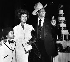 Celebrity Wedding Photos, Celebrity Couples, Celebrity Weddings, Aretha Franklin, Ted White, African American Weddings, Vintage Black Glamour, Famous Couples, Iconic Photos