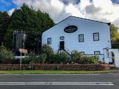 La célèbre distillerie Glengoyne en Ecosse !   #glengoyne #scotland #travel #alainntours   © Stephane Rigdway Stephane, Mansions, House Styles, Home Decor, Decoration Home, Room Decor, Fancy Houses, Mansion, Manor Houses
