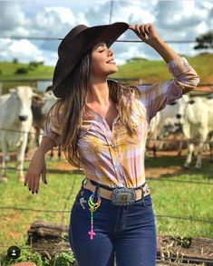 Image may contain: 1 person, standing and outdoor Cowgirl Western Wear, Cowgirl Style, Cowgirl Hats, Cowboy And Cowgirl, Real Country Girls, Country Women, Country Girl Fashion, Rodeo Outfits, Sexy Cowgirl Outfits