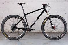 Le VTT Victoire en acier de Stephan, vélo artisanal et sur-mesure