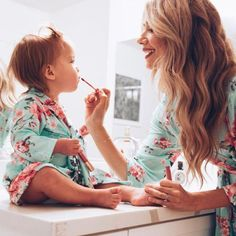Mommy and Me Feeling Floral Robe Source by HannahBettthhhh and me Mommy Daughter Photography, Baby Girl Photography, Aj Photography, Mommy And Me Photo Shoot, Girl Photo Shoots, Mom And Me Photos, Mommy Daughter Pictures, Mommy And Baby Pictures, Mother Daughter Wedding