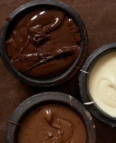 #Chocolat noir ou au lait, c'est toujours bon pour la santé ! * Connaissez-vous tous les bienfaits du chocolat ? * Quelle est la quantité quotidienne de chocolat recommandée ? * Quelles sont les différences entre chocolat blanc, noir ou au lait ? * http://www.mutuelles-comparateur.fr/actualites/chocolat-bon-sante