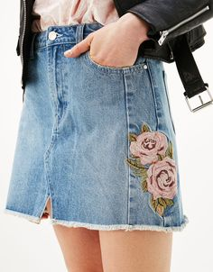 Skirt with violet rose embroidery. Discover this and many more items in Bershka with new products every week