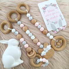 Lah De Lah Play gym toys - Oynck_ - Lah De La is our Creme De La. Scandinavian inspired, our Lah De La set features more Bee - Newborn Toys, Newborn Baby Gifts, New Baby Gifts, Baby Gift Hampers, Diy Bebe, Baby Bling, Wooden Baby Toys, Play Gym, Dummy Clips