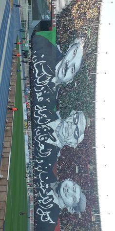 من أكبر الجماهير الرياضية في الشرق الأوسط وشمال أفريقيا إنها الجزائر وما أدراك ما الجزائر Art Artwork Great Wave