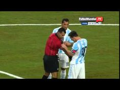 Lionel Messi le arregló el intercomunicador al árbitro