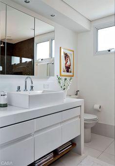 Banheiros: novos acabamentos em três projetos de reforma - Casa