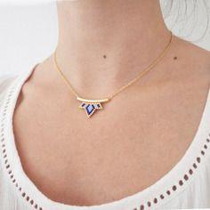 Collier petit lotus bleu perles tissées