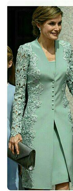 "Queen Letizia - mint green embroidered lace coat and dress by Felipe Varela - pewter Felipe Varela clutch - Magrit 'Barbara' clutch ""Mother of bride outfit Trendy Dresses, Elegant Dresses, Formal Dresses, Bride Dresses, Hijab Fashion, Fashion Dresses, Dress Brokat, Mode Top, Elegantes Outfit"
