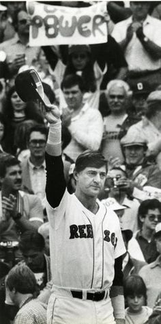 Red Sox to unveil Carl Yastrzemski statue outside Fenway Park - Boston.com