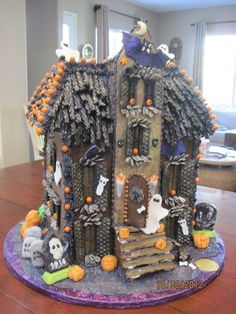 20 fantastic Diy gingerbread house ideas for your establishment to try as soon as possible # designideas … - Halloween Suggestions Halloween Gingerbread House, Cool Gingerbread Houses, Halloween Village, Halloween Food For Party, Halloween Cakes, Holidays Halloween, Halloween Treats, Halloween Decorations, Food Decorations