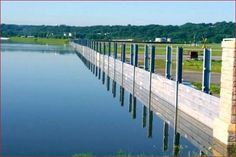 The Invisible Flood Control Wall is a removable flood wall system that is erected prior to flood events. Post flooding, the barrier walls pack neatly away. Contemporary House Plans, Modern Contemporary, Flood Prevention, Flood Wall, Flood Barrier, Lake Front, Water Management, Flood Zone, Flood Risk