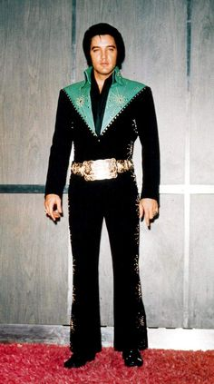 Elvis in the Las Vegas Hilton elevator before one of his show in january or february 1971.