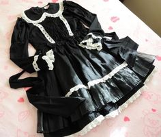 Lace Market is the largest online marketplace for EGL (Elegant Gothic Lolita) Fashion. Sell and buy Lolita dresses, skirts, accessories and more with thousands of users around the world! Harajuku Fashion, Kawaii Fashion, Gothic Lolita Fashion, Angelic Pretty, Fashion Sale, Lolita Dress, Fashion Books, Japanese Fashion, Old School