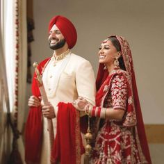 Photo/Video :: Khush Mag - Asian wedding magazine for every bride and groom planning their Big Day Punjabi Wedding Couple, Sikh Wedding, Wedding Couples, Punjabi Couple, Farm Wedding, Boho Wedding, Wedding Reception, Pakistani Wedding Photography, Wedding Photography Poses