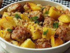 Hlávkové zelí, mleté kuličky a brambory v jednom pekáčku Meat Recipes, Recipies, Minced Meat Recipe, Mince Meat, Potato Salad, Mashed Potatoes, Good Food, Food And Drink, Vegetarian