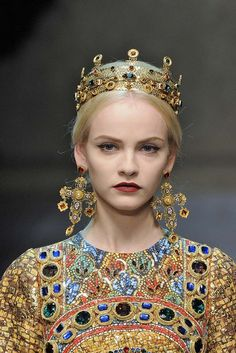 4. Dolce & Gabanna Fall/Winter 2013 - Gold Jeweled Crown, inspired by Byzantine headwear/crowns