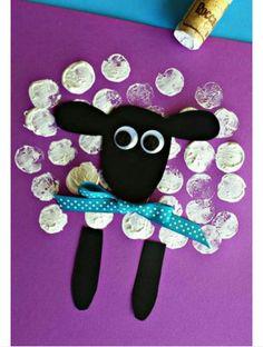 Atividade da ovelha feita com carimbo de rolha.