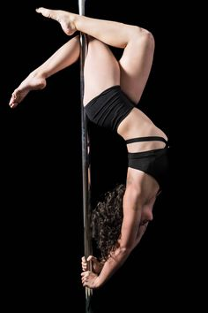 Pole Dancing Poses Dancers New Ideas Pole Fitness Moves, Pole Dance Moves, Pole Dancing Fitness, Dance Poses, Pole Dance Outfit, Figure Pole Dance, Pole Dancing Quotes, Pool Dance, Pole Tricks