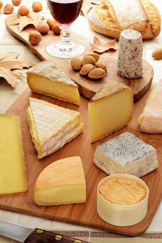 Everyday tasting: french wine and cheese.