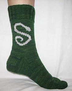 This pattern is the third pattern in the Hogwarts Sock Club and is part of the Slytherin Socks and Gringotts Goblin Socks kit.