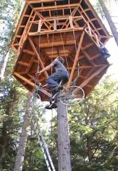 Tree house elevator using a bycicle. Bycicle Illustration, Bycicle Art Tree house elevator using a bycicle. Cool Tree Houses, Fancy Houses, Play Houses, Wood Houses, Concrete Houses, Building A Treehouse, Old Bikes, Diy Holz, Construction