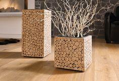 Toller Übertopf aus zusammengesetzten Holzscheiben.