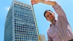 Aprenda a medir a altura de um prédio usando apenas um prato e uma trena. Exercício muito pedido em vestibulares como Fuvest, Unicamp, Unesp, entre outras faculdades. Utilização de triângulos, ótica e matemática. Experiência fácil e simples de matemática e física para a feira de ciências e cultura.
