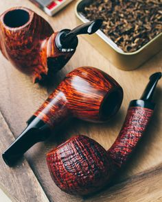 Three pieces from master Russian carver Vladimir Grechukhin plus fresh new carvings from Micah Redmond and Tom Eltang. http://smokingpip.es/2tMdMyn