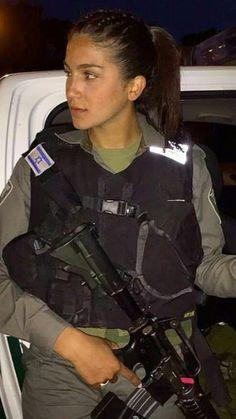 IDF Young And Beautiful, Beautiful Women, Military Women, Military Female, Israeli Female Soldiers, Israeli Girls, Idf Women, Army Police, Female Fighter