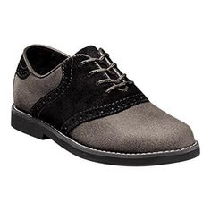 The Kennett Jr. is a classic saddle shoe re-envisioned in select contrasting colorways that will set your young man apart from the crowd. Give him the freedom to show the world his personality in thes