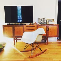 Mix & match vintage & modern furniture.  Ray & Charles Eams. Armchair. Iconic design.
